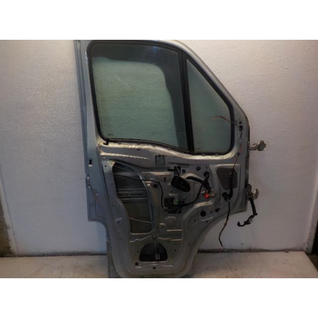 Portier links voor Nissan Interstar (X70) (2006 - 2010) Van 2.5 dCi 16V 120 (G9U-650)